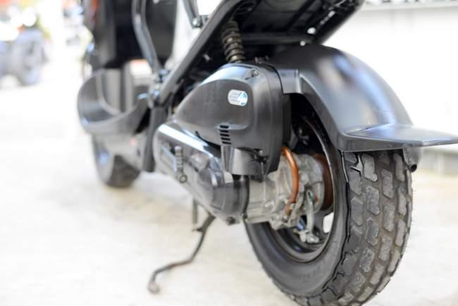 AF58 ズーマー人気の黒 前タイヤ交換渡し