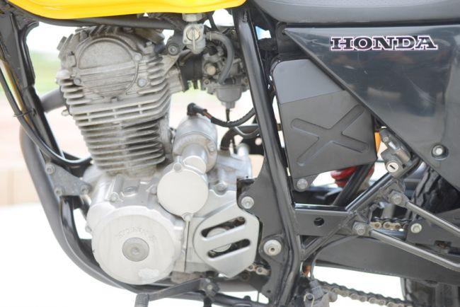 ホンダ FTR223 MC34 イエロー