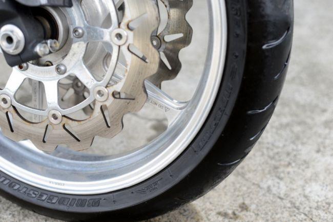 sc57後期型CBR1000RR!大変お得な納車時前後タイヤ新品交換渡し!
