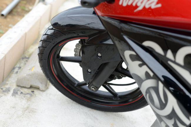 カワサキ ニンジャ250R スペシャルエディション 前タイヤ新品交換済み