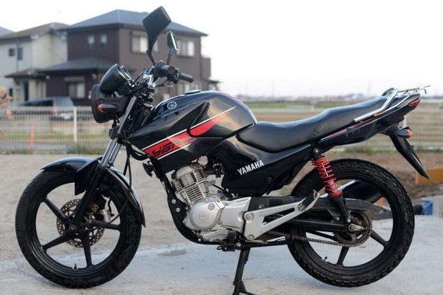 ヤマハ YBR125 ブラック YSS社外サスペンション!