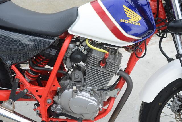 MC34 ホンダ FTR223 人気のカラー スーパートラップ